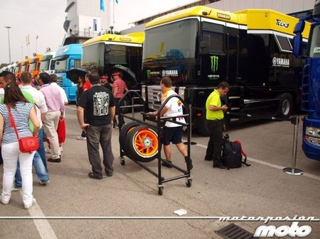 paddock-motogp-jerez-2011-11-2.jpg