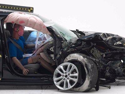 El IIHS introduce una nueva prueba de choque para evaluar daños a los olvidados copilotos