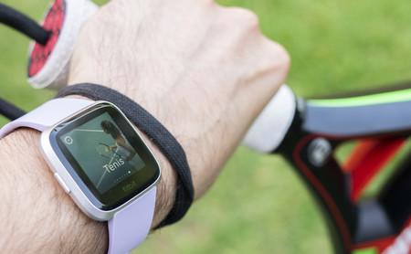 Fitbit Versa Lite, análisis: a medio camino entre pulsera deportiva y smartwatch