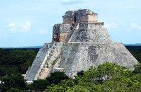 Uxmal : la Pirámide del Adivino y el Cuadrángulo de las Monjas