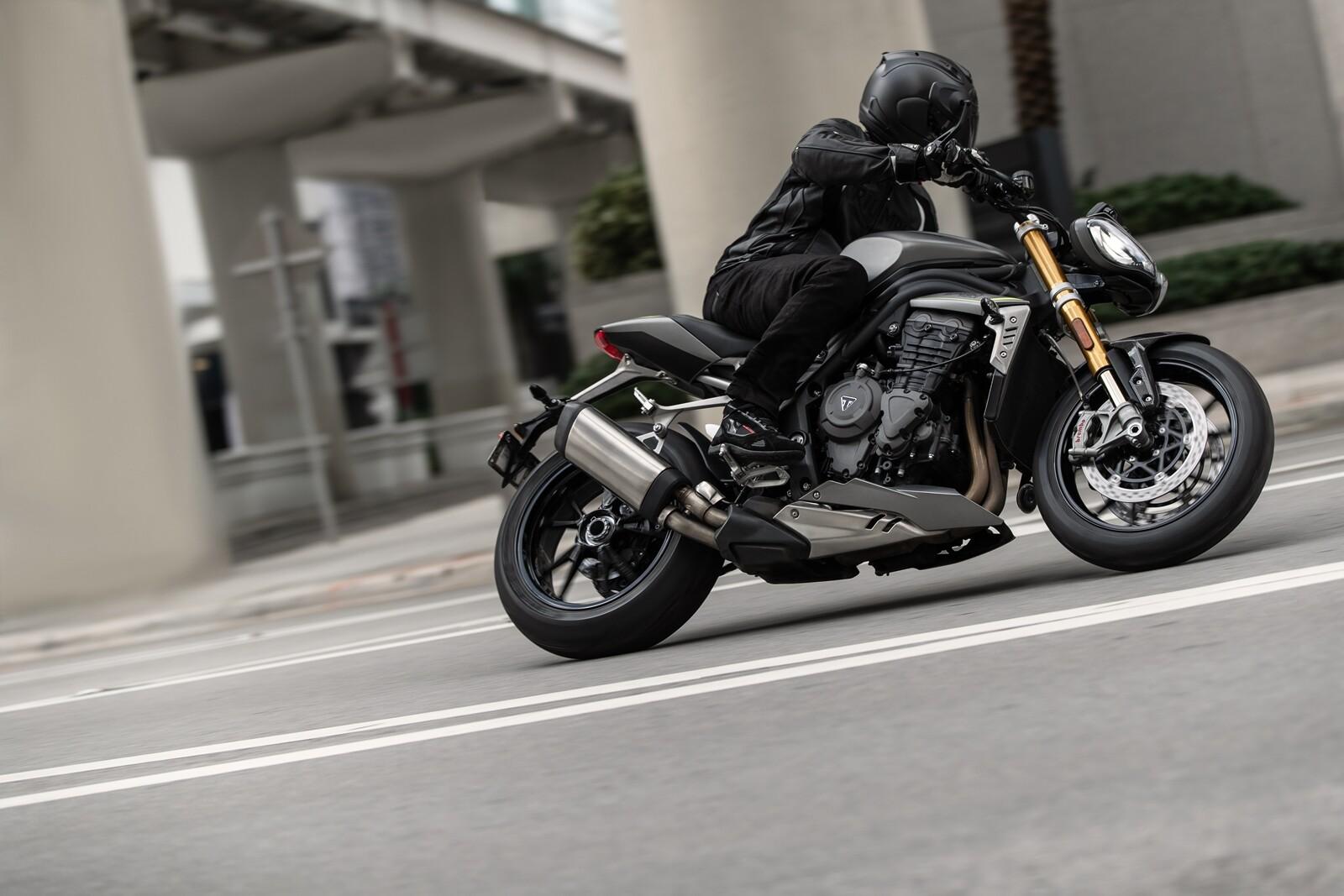 Foto de Triumph Speed Triple 1200 RS 2021 (39/71)