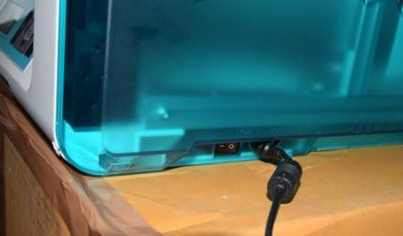 Detalle del conector USB, alimentación e interruptor de encendido