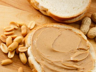 Crema de almendras y crema de cacahuetes: dos recetas fáciles