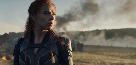 """Scarlett Johansson vuelve a enfundarse el traje de """"Viuda Negra"""" en el primer tráiler de su propia película de Marvel"""