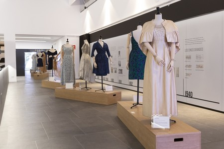La exposición de la Alta Costura española que muestra la evolución de la moda en el siglo XX