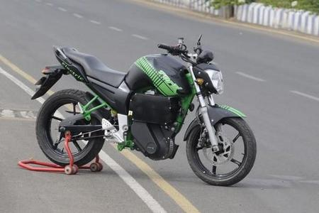 Tork Motors ha presentado en la India una Yamaha FZ convertida a eléctrica