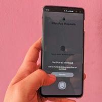 El bloqueo con huella dactilar de chats de WhatsApp llega a todos los smartphones Android, así lo puedes activar en México