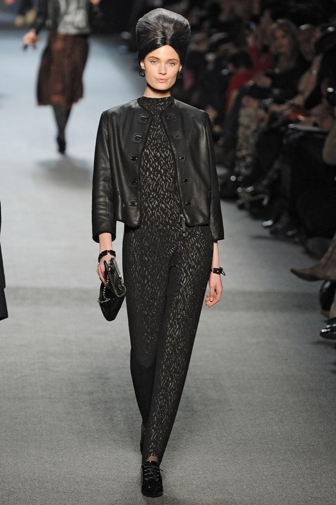 Foto de Jean Paul Gaultier Otoño-Invierno 2011/2012 en la Semana de la Moda de París: el lado sexy del estilo ladylike (25/27)