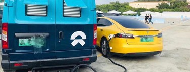 NIO echa un cable (al cuello) a Tesla y ofrece puntos de recarga móviles para sus coches eléctricos