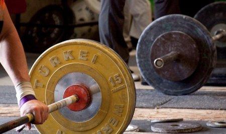 Mayor ganancia de fuerza con levantamientos más rápidos