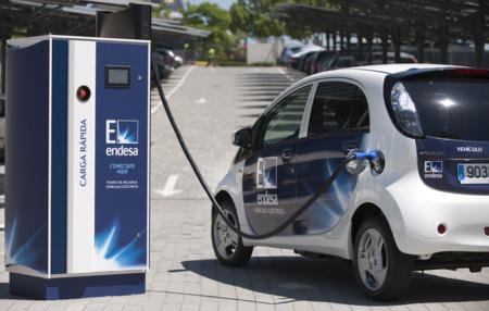 Noruega decide que en 2025 estará prohibida la venta de coches gasolina y diésel