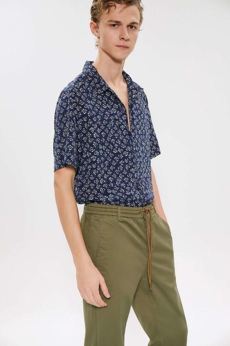 Para Adentrarnos Al Fulgor De La Primavera Estas Camisas Resort Son Perfectas Para Cualquier Look 02