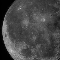 Esta increíble foto de 100 megapíxeles de la Luna te dejará sumergirte en sus cráteres como nunca antes
