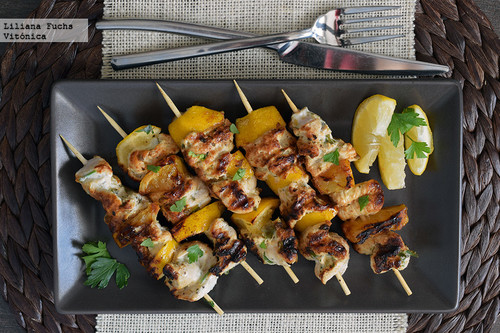 Brochetas de pollo al limón y yogur. Receta saludable