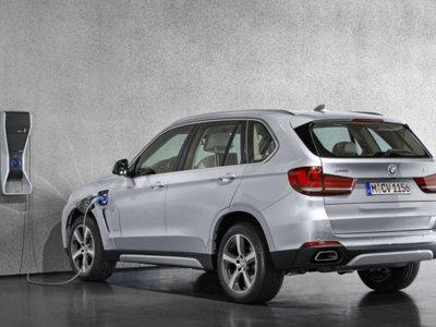 El BMW X5 xDrive40e costará 73.200 euros en España, a medio camino entre la gama de gasolina