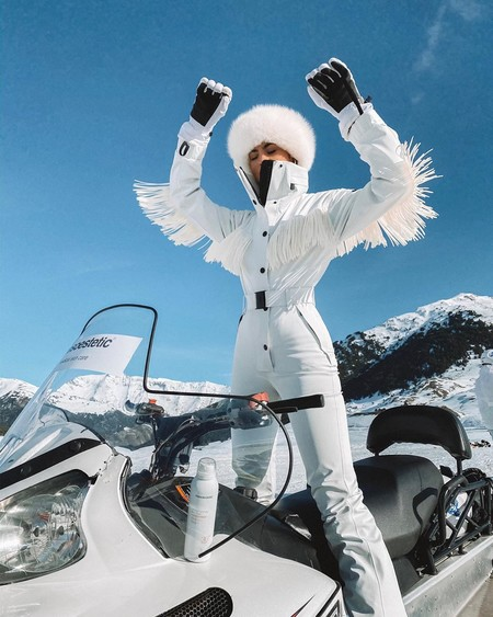 Kylie Jenner Snow Moncler 04