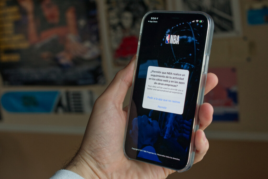 Llega iOS 14.5 y con él App Tracking Transparency: qué es y cómo funciona esta nueva función de privacidad de Apple