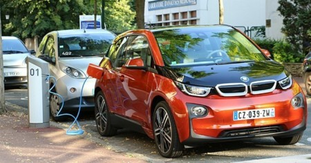Francia va a unificar su red de recarga de coches eléctricos para que solo haya que suscribirse una vez