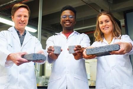 El primer bio-ladrillo del mundo producido a partir de la orina humana
