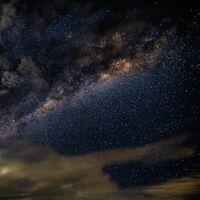 Más de 5,200 toneladas de polvo espacial caen a la Tierra cada año: una investigación arroja que son restos de asteroides y cometas