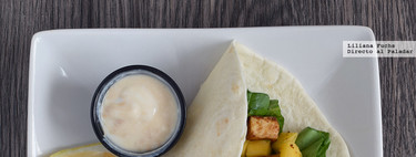 Tacos de tofu y mango con salsa de cacahuete. Receta vegetariana