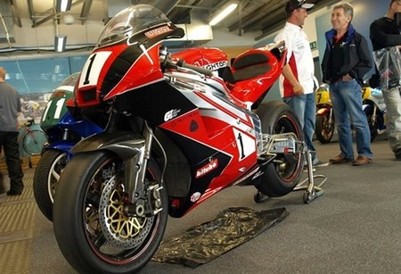 CR700P por Crighton Racing. Motor rotativo gemelo de 200 caballos