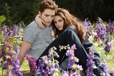 Robert Pattinson y Kristen Stewart como Edward y Bella