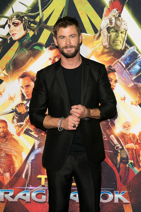 Chris Hemsworth Sydney Screening Thor Ragnarok Red Carpet 02