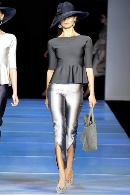 Vestido peplum de Giorgio Armani