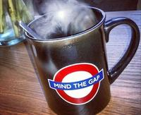 """Dónde escuchar el """"Mind the gap"""" original en el metro de Londres (gracias a una historia de amor)"""