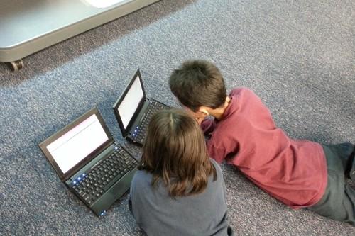 Enseñar a los niños en la escuela a lidiar emocionalmente con las redes sociales, en Reino Unido ya se lo plantean