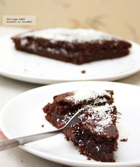 Bizcocho de chocolate relleno de mermelada de fresa. Receta