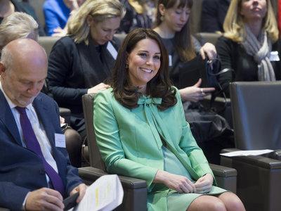 Kate Middleton acierta con el color, pero no tanto con la hechura de este abrigo verde pastel