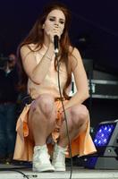 Lana Del Rey, hija mía, que te vemos hasta el carnet de identidad