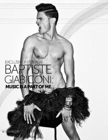 Baptiste Giabiconi se pasa más tiempo desnudo que vestido