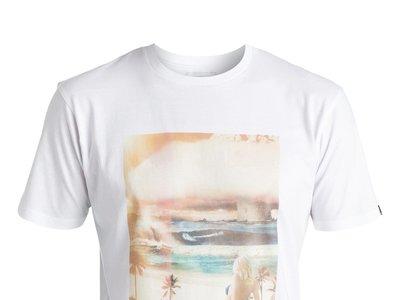 Por 11,97 euros podemos hacernos con la camiseta de Quiksilver Classic World War Pipe en Ebay. Envío gratis
