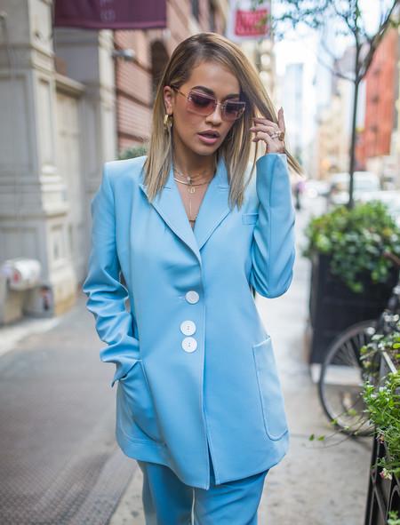 rita ora traje azul chaqueta