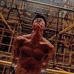 """El joven chino que ha transformado """"la obra"""" en un aunténtico gimnasio (vídeo)"""