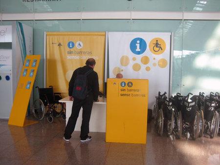 Turismo accesible: ¿Cómo solicitar servicios especiales en aeropuertos españoles?