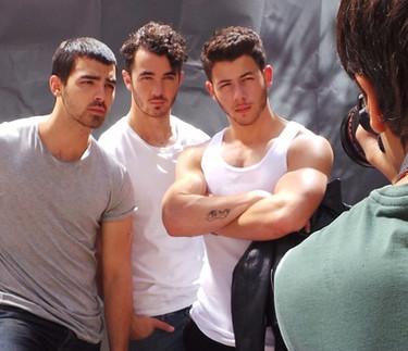 ¿Acaso Nick Jonas quiere ser el nuevo Thor? ¡Vaya brazacos!