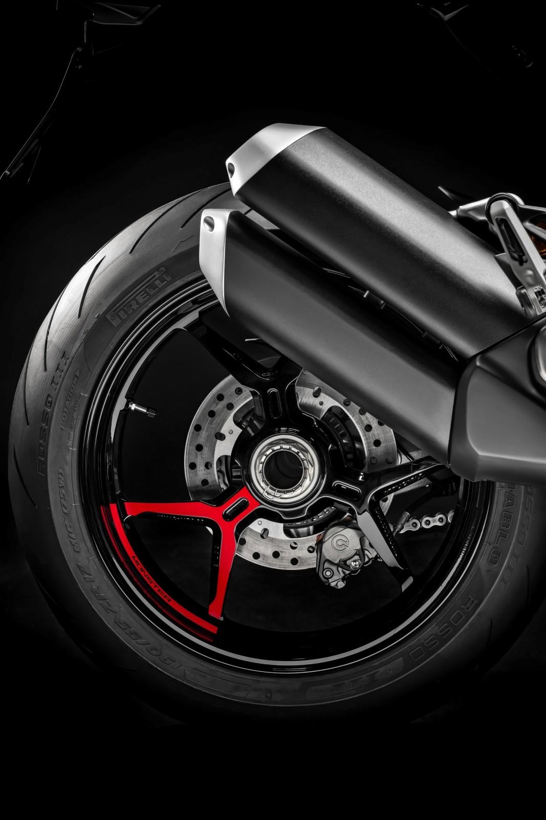 Foto de Ducati Monster 1200 S 2020 color negro (19/68)