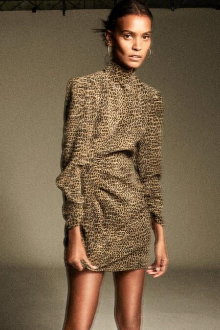 https://www.pullandbear.com/es/mujer/ropa/vestido-mini-cruzado-pareo-c1010141506p502306318.html?colorId=051