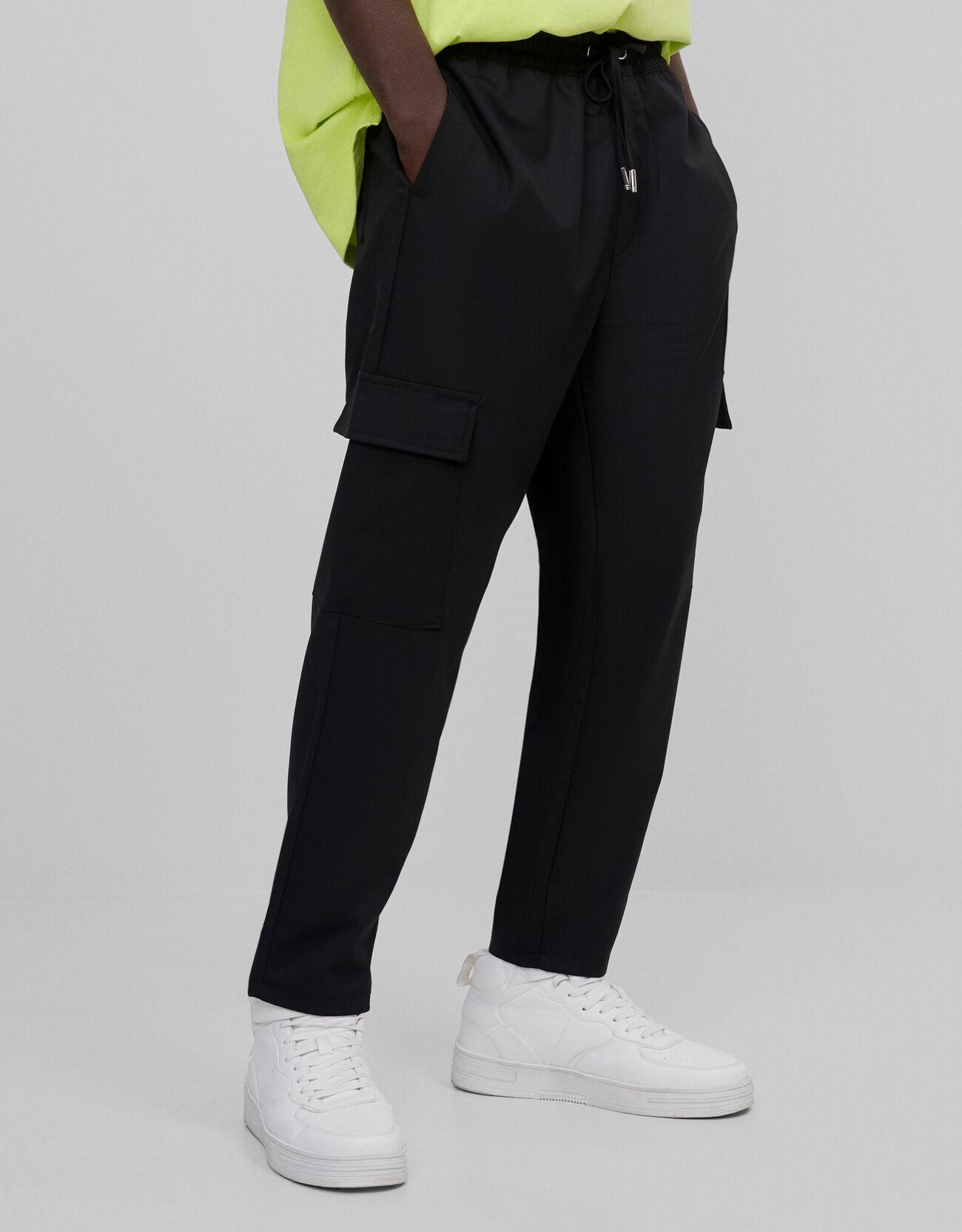Pantalón de traje con bolsillos y cintura elástica