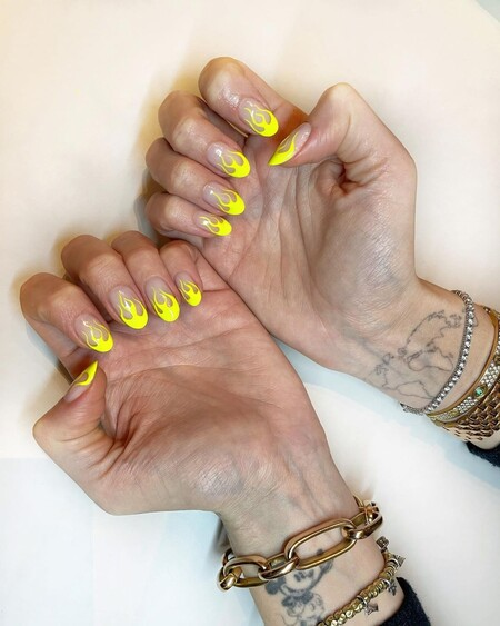 Chiara Ferragni Nail Art Flames Yellow 02