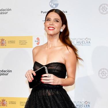 Juana Acosta brilla con un espectacular look negro al recoger un premio en el Festival de Cine de Huelva