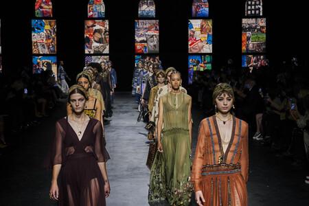 Dior vuelve a desfilar en la Semana de la Moda de París con una colección que celebra la moda cómoda con un montón de caftanes ideales