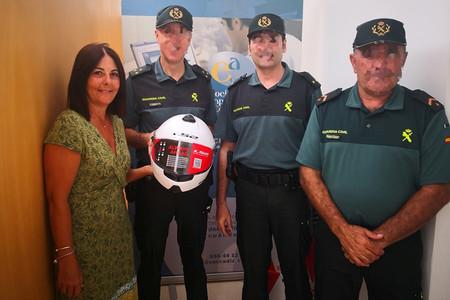 """La donación de 12 cascos de unos empresarios mete a la Guardia Civil de Conil """"en un berenjenal"""""""