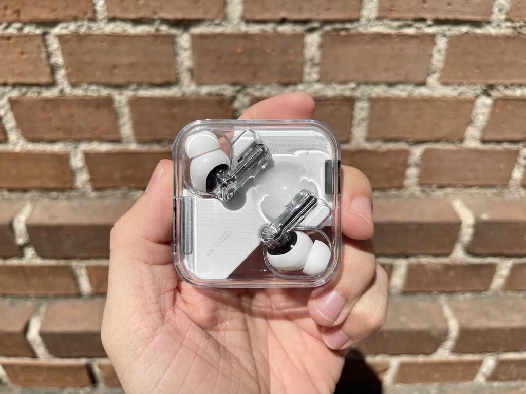 Auriculares Ear (1) de Nothing: diseño transparente y cancelación de ruido por bandera