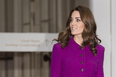 Kate Middleton luce un look cargado de color de Oscar de la Renta