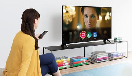 Panasonic actualiza sus televisores de 2018 con soporte para Google Assistant y Amazon Alexa